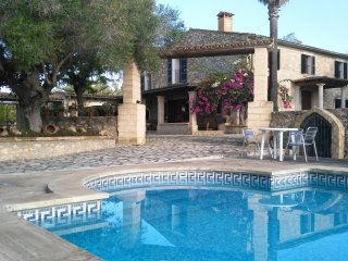 BEAUTIFUL VILLA WITH SWIMMING POOL AND BARBECUE