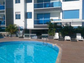 Disfruta de la piscina sinfin a pocos metros de la playa