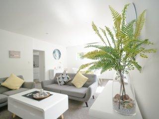 Castor Bay Premium Modern & Cozy 2 Bedroom Unit