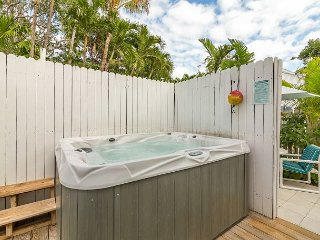 ~ CASABLANCA TOO ~ Cute Cottage w/ Private Hot Tub & Off Street Parking!