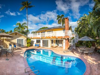 Private Gated Estate with Pool, Walk to Beach & Town, Quiet, Lush, Aloha Spirit!