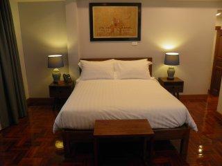 302 - The Juta Executive Suite at Maneeya Park Residence