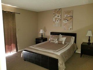 Luxury 2 bedroom Condo! Walk to Cubs Stadium!