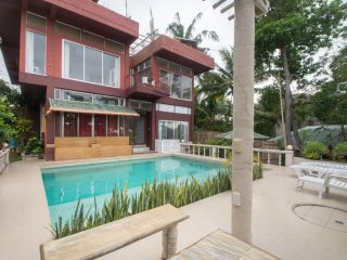 Boracay Eden Villa 3 Bedroom Villa and 2 Balinese Huts 900 meters from Stn 3