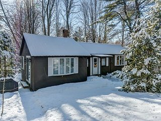 Renovated, Updated North Conway Cottage -Walk to N.Conway Village & Cranmore!