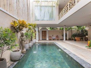BBV, 3 Bedroom Villa, Near Padma Beach, Legian;