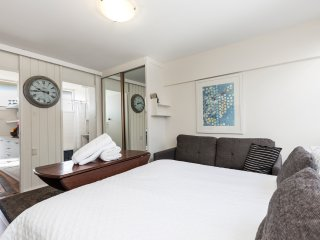Top Floor Sydney Studio In Potts Point with Views