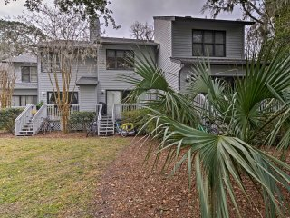 Hilton Head Island Condo - 1 Mi. to Coligny Beach!