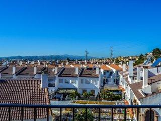 Stor våning med härlig utsikt ett stenkast från stranden i Caleta de Velez
