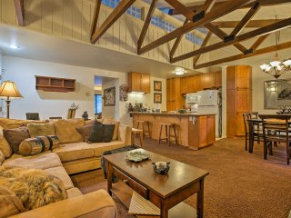 NEW! 2BR Condo 5 Min. to Mammoth Mtn. Ski Lift!