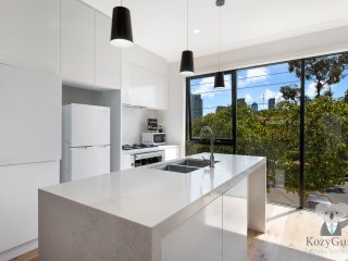 Luxury Family House in Melbourne | 3 Bed Townhouse