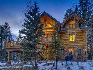 Custom Ski-in & Out Log Home on the 4 O'clock Run; Deck, Hot Tub & Fire Pit