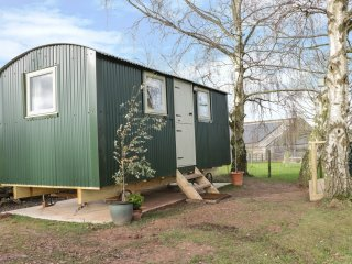 SHEPERDS HUT, studio accommodation, countryside views, Bridgnorth 3 miles, Ref