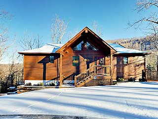 Silver Fox Lodge w/ Private Hot Tub & Great Smoky Mountain Views