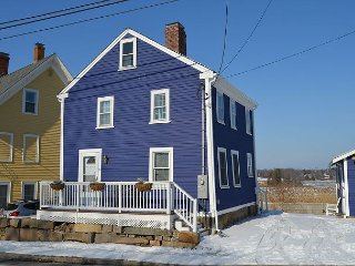 Indigo Blue: Marsh views! Located steps away from downtown Essex.