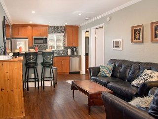 2BR w/ Fenced Patio in Trendy Normal Heights - Walk to Dining, Near Downtown