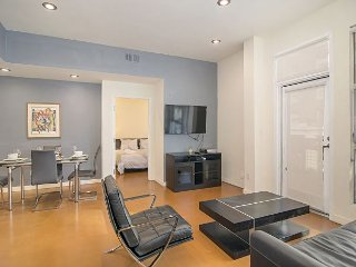 Modern Downtown 2BR w/ Private Balcony - Steps to Gaslamp District