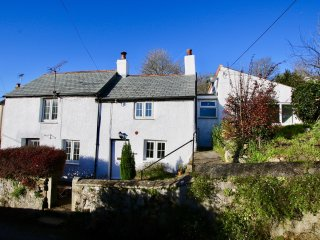 Proper Cornish Cottage In Pretty Village Location, near great pub & beach