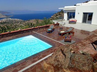 SPACIOUS LUXURIOUS ARTVILLA SEAVIEW WITH POOL GORGEOUS SUNSET IDEAL FOR WEDDINGS