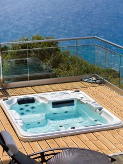 Hot tub in Villa Eleni