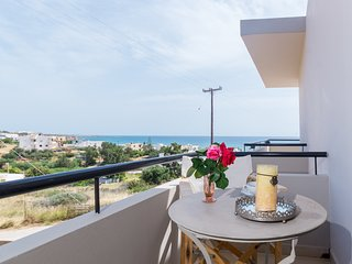 Driades Apt 3, Seaview-150m from beach and centre