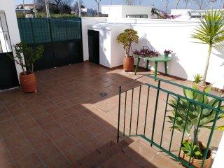 Casa Ados. Entre Almendros. VFT/CA/00039. De 4 a 8 personas. Sol y tranquilidad.