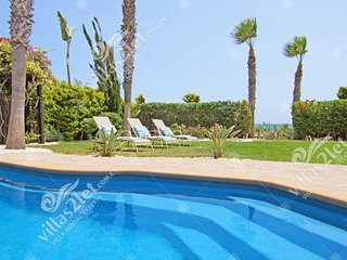 Cyprus Holiday Villa POLINA Profile