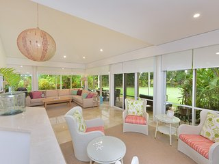 Villa 437 Pandanus Way - 4 Bedrooms on Beachfront