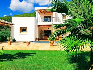 Villa Negret for 7 guests, only 8km to Ibiza beaches! Catalunya Casas