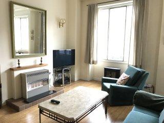 Central, clean, apartment perfect location to explore Edinburgh