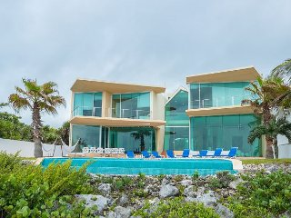 Extraordinary oceanfront villa Akumal, overlooking beautiful Yalku lagoon!