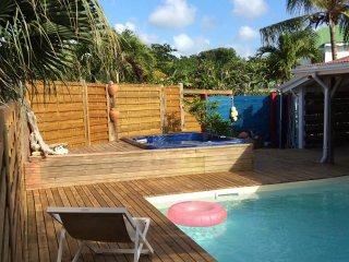 Villa Cooleurs, avec piscine, sous les Alizes pour 6/8 personnes