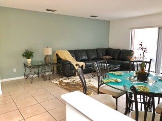 Beautiful Bryant Park 2BR Condo - Lake Worth