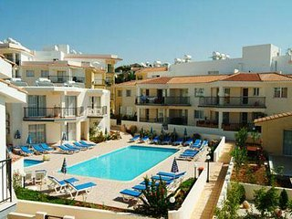 Stunning 1 bedroom apartment, communal swimming pool, sleeps 4