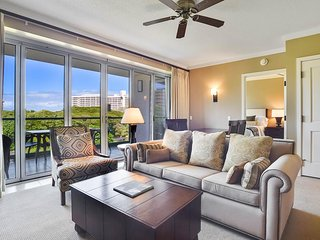Pristine condo with partial ocean views, resort pools, hot tubs & more!