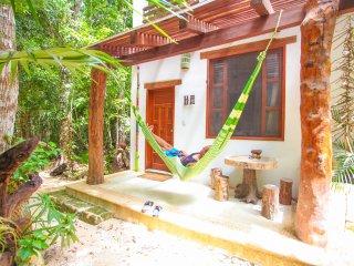 Akumal, Quiet Jungle cabin Ha
