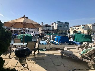Huge Patio on the Canal. Walk to Theatre and Lido Marina Village! (68122)