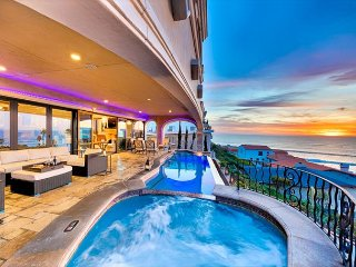 Elegant Ocean Bluff View - Amazing Pool, Luxury Accommodations,Walk to Beach