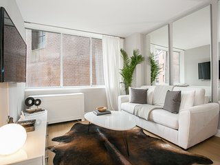Lux 2 Bed 2 Bath with views of East River & Skyline. Full gym + 24hr Doorman