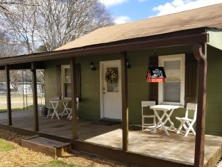 ☆ Mountain View Cottage ☆ Comfy & Cozy ☆ 2br/1ba