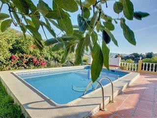 Villa en colina con piscina, ideal para familias!