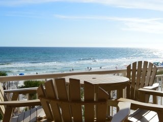 Destin Towers 43 Remodeled Beachfront 2 BR/2BA Condo! Curved Tv! High-end!
