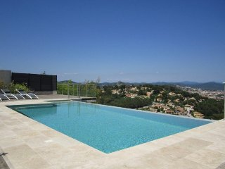 VILLA 4 BEDROOM SWIMMING POOL AND SEA VIEW - HYERES