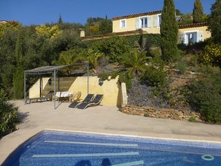 Villa rental for 6 persons with swimming pool and sea view
