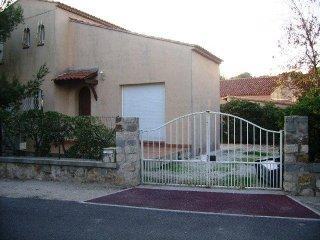 Rental villa 3 bedrooms 6 people 100 meters from the beach