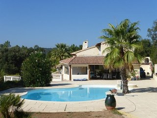 RENT VILLA 8 PEOPLE SWIMMING POOL AND SEA VIEW