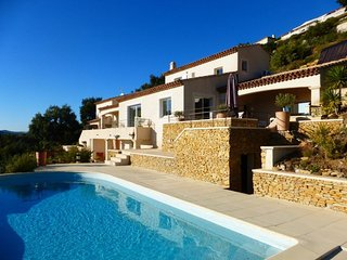 Villa 10 people with heated pool and sea view