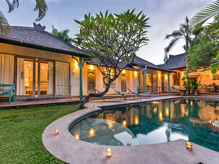 Lovely Authentic Bali Ambience 3BR Villa in Heart of Seminyak