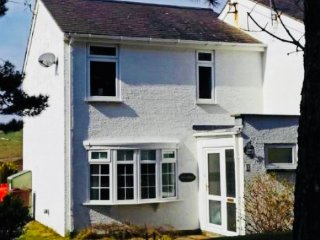 Sandy Walks Holiday Cottage in Morfa Bychan, Porthmadog (formerly Seaspray)