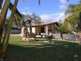 COCUS-HOUSE villa di lusso a 300 metri dal mare